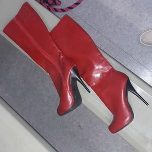 Size 7 red boots
